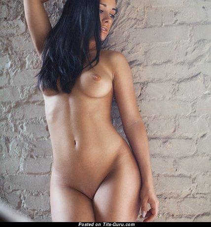 Image. Nude brunette photo