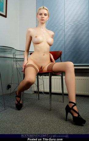 Изображение. Izolda Queen - изображение сексуальной голой женщины