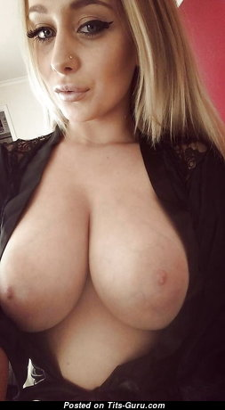 Gorgeous Unclothed Babe with Puffy Nipples (Private Selfie Sexual Pic)
