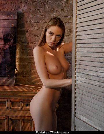 Pretty Glamour Babe with Pretty Exposed Real Titties (Hd Xxx Foto)