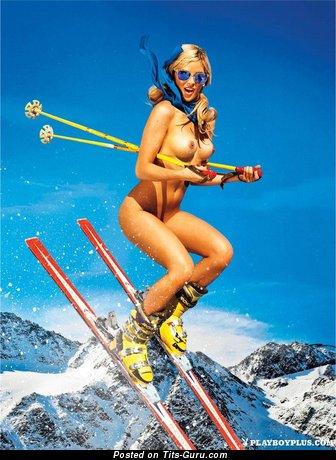 Grand Naked Blonde Babe (Porn Wallpaper)