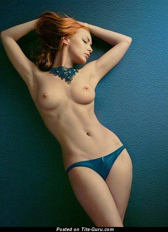 Изображение. Фотка обалденной раздетой девушки с среднего размера сисечками