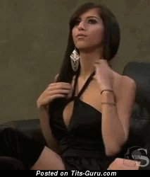 Изображение. Gif горячей обнажённой девахи с средними натуральными дойками