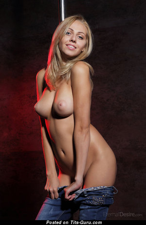 Nude hot girl with natural boobs pic