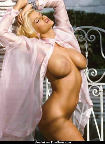 Anna Nicole Smith - Good-Looking American Playboy Blonde Actress with Good-Looking Exposed Silicone Tittes (Sexual Pic)