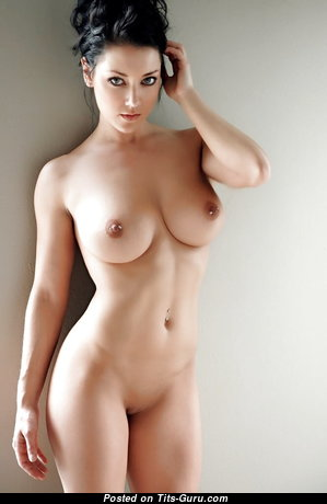 Awesome Unclothed Babe (Xxx Photoshoot)