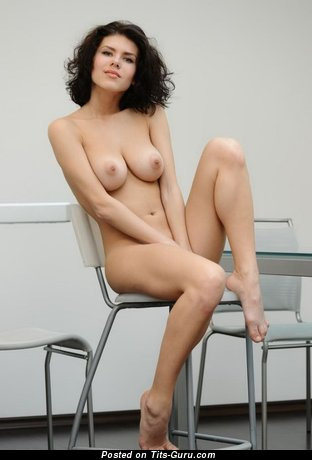 Charming Moll with Charming Exposed Real Dd Size Busts (Xxx Pix)