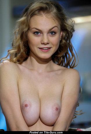 Wonderful Nude Babe (Hd Sex Foto)