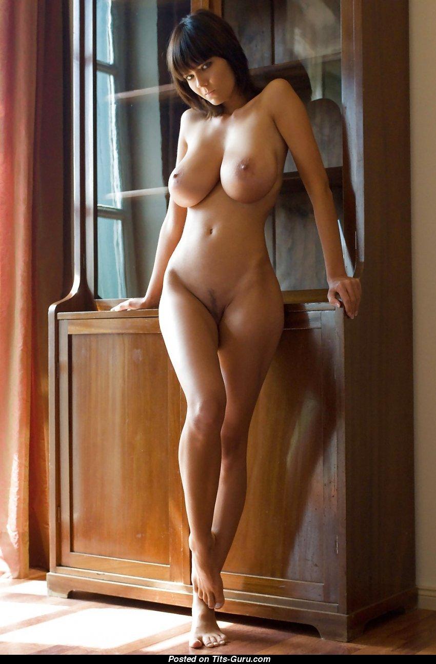 Формами фото выпуклыми девушки с голые