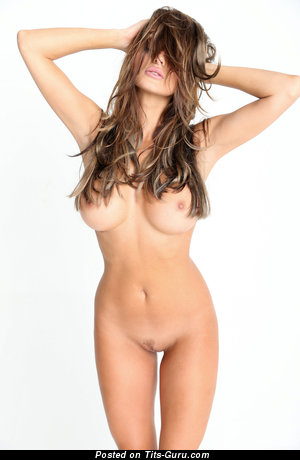 Marvelous Babe with Marvelous Bare Tight Chest (Hd Sexual Foto)
