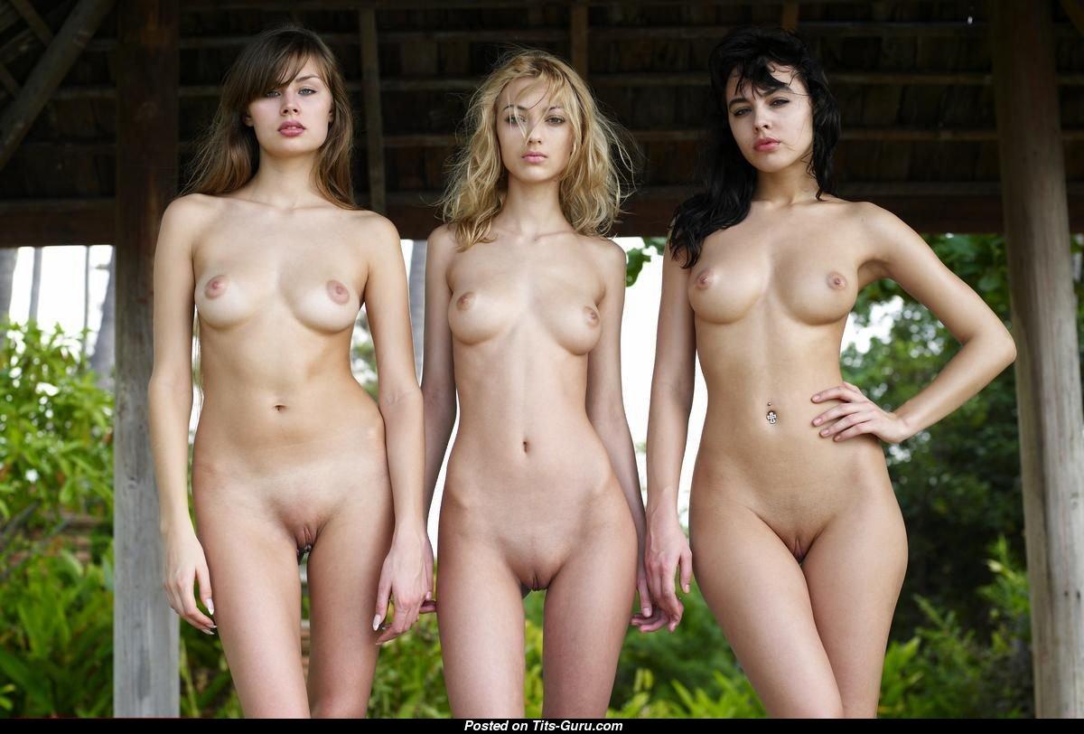 Телки голые девки обнаженные женщины как