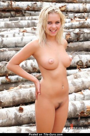 Exquisite Naked Chick (Porn Photo)