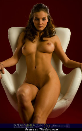 Linda - naked beautiful girl with big tittes image