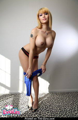 Nude hot woman with big fake tittes picture