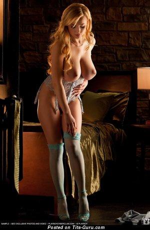 Изображение. Sasha Bonilova - картинка шикарной голой блондинки с большими натуральными дойками
