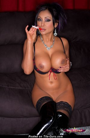 Superb Naked Doll is Smoking (Hd Porn Pix)
