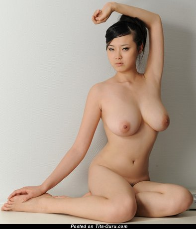 Bing Yi - Magnificent Chinese Female with Magnificent Nude Natural Medium Sized Melons (Hd Porn Foto)