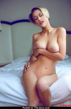 Sabrina Nichole: блондинка Playboy красотка (США) с умопомрачительной оголённой натуральной среднего размера грудью (hd эротическая картинка)