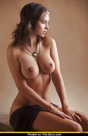 Шикарная топлесс любовница (hd интимное фото)