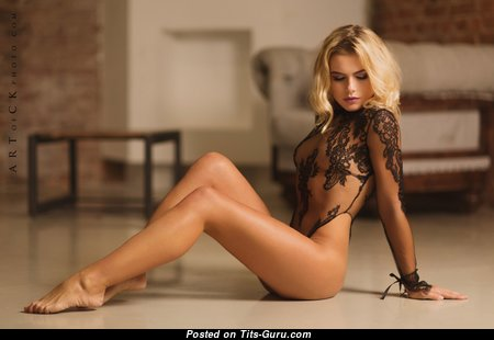 Elis Len - Elegant Glamour Blonde Babe with Elegant Exposed Real Boobys & Sexy Legs (Hd 18+ Foto)
