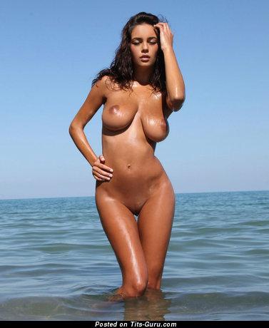 Image. Ela Savanas - sexy naked brunette with big natural tots photo