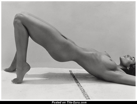 Image. Cindy Crawford - naked hot woman with natural boobs image