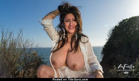 Antonella Kahllo - Fine Ecuadorian, American Brunette Babe with Fine Bare Natural Hefty Titties (Amateur 18+ Pic)