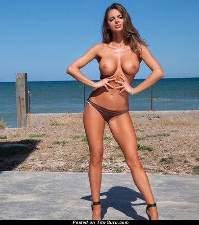 Nude beautiful lady pic