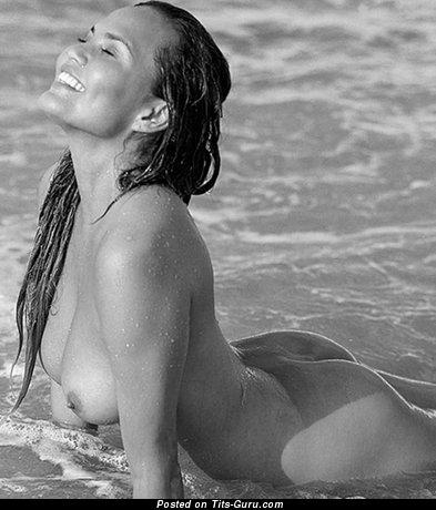 Chrissy Teigen & Amazing Topless & Wet American Brunette & Red Hair with Amazing Nude Natural Regular Knockers & Erect Nipples (Selfie Hd Sex Photo)
