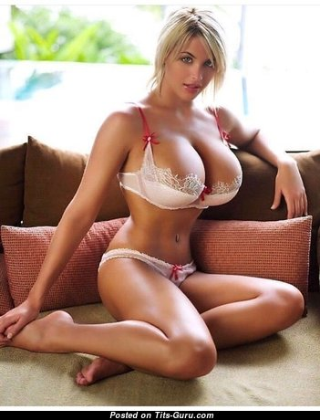Handsome Glamour Lassie with Pretty Naked Round Fake Knockers (Private Sex Pic)