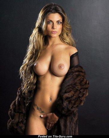 Splendid Playboy Babe with Splendid Bald Real Normal Titty (Sex Photo)