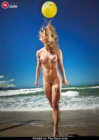 Cute Wet Latina Blonde Babe with Cute Defenseless Fake Med Balloons, Inverted Nipples, Sexy Legs & Tattoo on the Beach (Sex Foto)