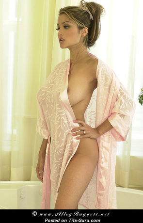 Alley Bagget: naked nice woman with natural boobs picture