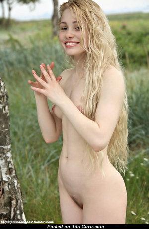 Beautiful Naked Blonde (Porn Foto)