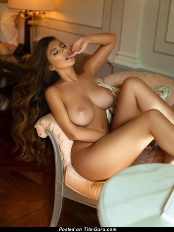 Exquisite Babe with Exquisite Bare Dd Size Chest & Sexy Legs (Sexual Pic)