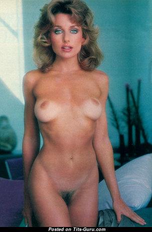 Pamela Zinszer: топлесс блондинка Playboy (США) с супер голыми натуральными сиськами,пухлыми сосками,с загаром (старое hd интимное изображение)