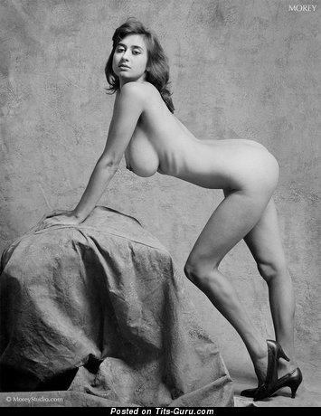 Изображение. Фотография офигенной голой чувихи с большой грудью