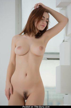 Изображение. Kamilla J - фотка офигенной обнажённой девахи с средними натуральными сиськами
