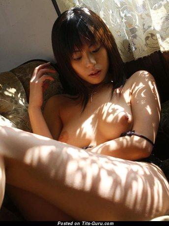 Изображение. Фотка сексуальной обнажённой женщины с натуральной грудью