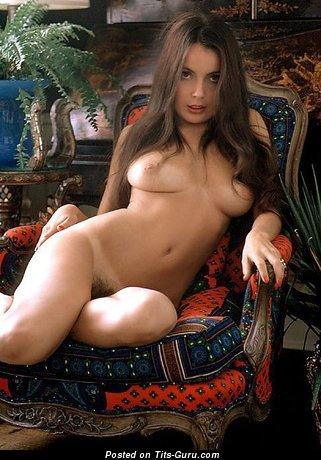 Изображение. Изображение восхитительной раздетой женщины с среднего размера грудью