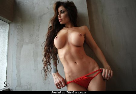 Natasha Vlasova Aka Phenyq - sexy naked brunette with medium tittes picture