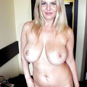 Nice lady with big natural tittes pic