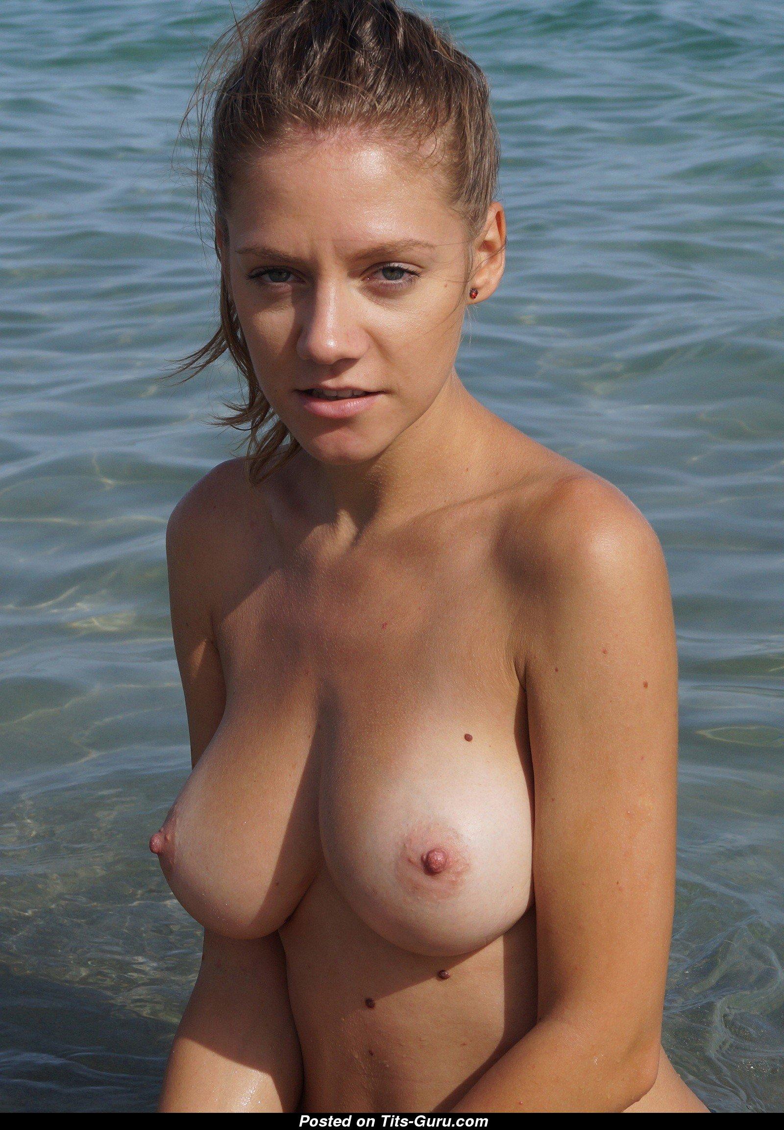 Amateur Naked Blonde With Medium Natural Boob Photo  28 -3788