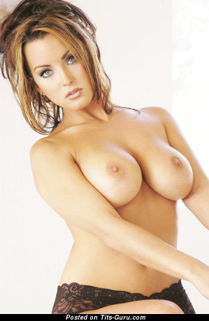 Shannon Stewart - naked brunette with medium breast image
