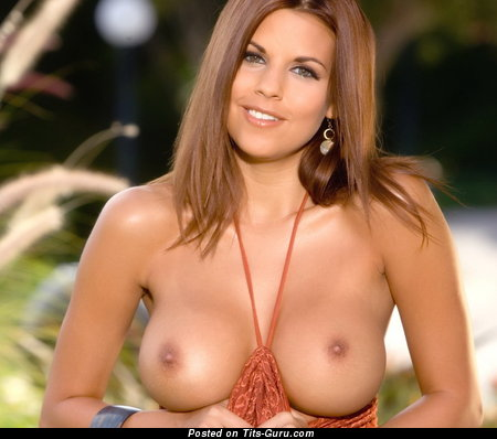 Nicole Graves - sexy naked brunette with medium breast photo