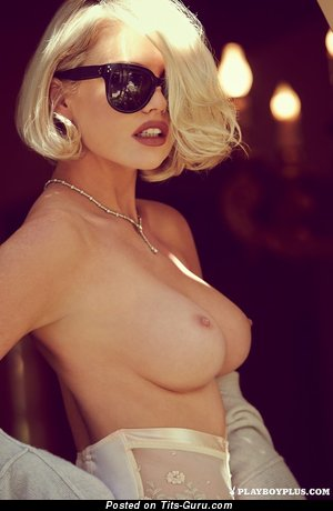 Kayslee Collins - nude blonde with medium tittys pic