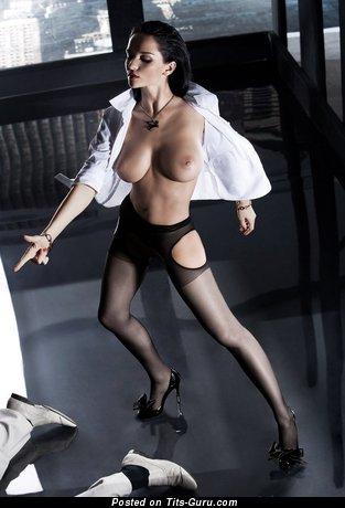 Image. Eugenia Diordiychuk - sexy nude brunette with medium boobs photo