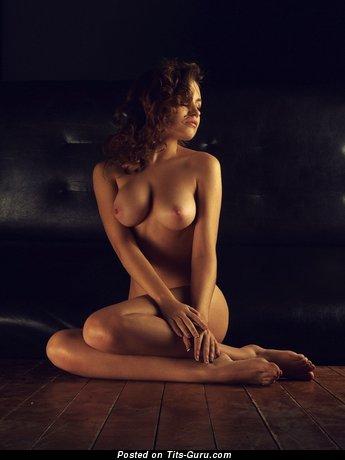Grand Babe with Fine Open Medium Sized Titties (Sex Wallpaper)