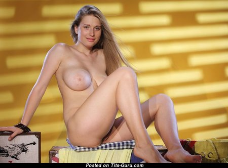 The Nicest Glamour Nude Floozy with Large Nipples (Private 18+ Image)