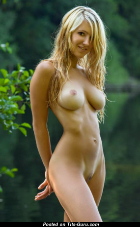 The Nicest Blonde Babe with The Nicest Naked Normal Titty (Home Hd Sexual Foto)